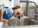 Cena vodného a stočného se snižuje