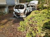 Hasiči likvidovali požár odstaveného vraku, ve hře je úmyslné zapálení