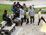 Teenageři se shlukují na Nováku. Vulgárními výrazy a potyčkami obtěžují rodiny s malými dětmi