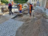 Výsuvné sloupky v Pražské ulici budou mít akustické detektory sirén, záchranářům umožní bezproblémový přístup