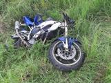 Pátrání: Řidič nedal přednost motorkáři a z místa nehody ujel