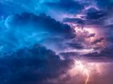 Ve středních Čechách hrozí odpoledne silné bouřky