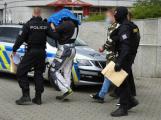 Spadla klec: Policisté rozbili drogový gang, který vyráběl pervitin