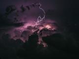 Meteorologové varují: Ve čtvrtek přijdou silné bouřky s krupobitím