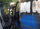 Hasiči vyjížděli k požáru dodávky do Obořiště, před příjezdem zcela shořela