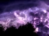 Meteorologové varují: V pátek budou velmi silné bouřky, které doprovodí silný vítr a kroupy