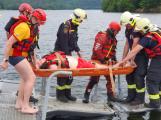 Hasiči letos podruhé prověřovali spolupráci s vodními záchranáři na Slapech