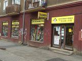 Ženu včera prý napadl prodavač, hledají se svědci