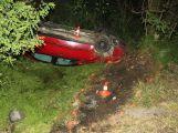 Řidička skončila s autem na střeše