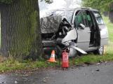 U Tochovic narazilo auto do stromu, řidič skončil v bezvědomí