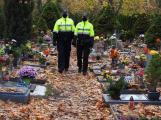 Městští strážníci zvýšili dohled na hřbitovech, policisté se zaměřují na řidiče