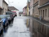 Lidé v opravené ulici v Příbrami si stěžují na vlhkost v domech