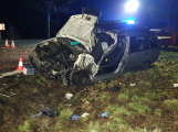 Po čelním střetu auta s náklaďákem kolabuje doprava na silnici I/4,  jeden vážně zraněný