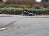 Třiašedesátiletý řidič naboural do čtyř aut a poté do kruhového objezdu, nadýchal skoro 2 promile