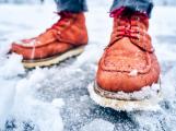 Meteorologové vydali výstrahu: Silnice a chodníky pokryje ledovka