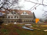 Sociální bydlení, komunitní centrum nebo dětské hřiště. Bývalé Moserovo sanatorium v Jincích ožívá