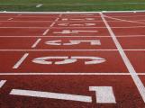 """Příbramští atleti trénují """"na koleně"""". Díky novému stadionu by zvládli všechny disciplíny a zdvojnásobili počet členů"""