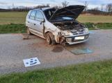 U Dublovic skončilo auto v příkopu, pro těžce zraněného muže letěl vrtulník