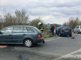 Nehoda dvou vozů komplikovala dopravu u sjedu na R4