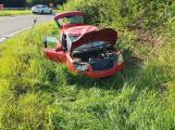 Sjezd z dálnice D4 na Skalce omezila nehoda fabie, tři zranění