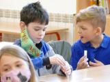 Pro neotestované děti bude ve škole po celou dobu povinná rouška či respirátor