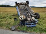 Opilá řidička u Chrástu přetočila auto na střechu a šla pryč