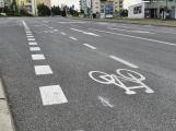 Řidiči autobusů zuří: Kvůli cyklostrase nám zúžili jízdní pruhy, do kterých se nevejdeme