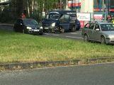 Motorka skončila pod dodávkou, v Husově ulici se tvoří kolony