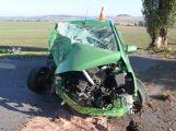 Řidička vypínala topení a nabourala do stromu, k nehodě musel vrtulník
