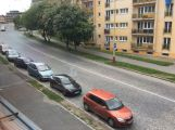 Dlažba v Plzeňské ulici se vymění za asfalt