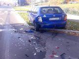 Další nehoda, řidič narazil do zaparkovaného vozu ve Školní