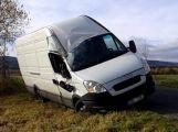 Nehoda nákladního vozu uzavřela silnici u Obecnice