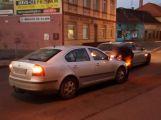 Dvě auta se srazila v Rožmitálské, počítejte se zdržením