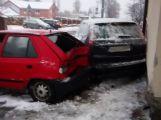 Ve Zdabořské ulici se srazily tři vozy