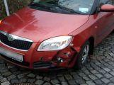 Dvě auta se srazila v Balbínově ulici