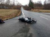 Osobní vůz nedal přednost motocyklu ve Višňové