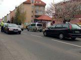 Pozor v Milínské. Za přechodem se srazily dva vozy