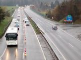 Nehoda komplikuje provoz po D4 na Prahu