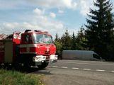 Vážná nehoda u Věšína: Vozy po srážce skončily v lese