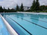 Ve čtvrtek se otevírá venkovní bazén, saunování jen do konce týdne