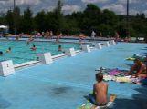 Během víkendu navštívilo venkovní bazén skoro tisíc lidí
