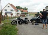 V Malé Hraštici se srazil vůz s motorkou