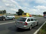 Nehoda tří vozů uzavřela silnici 4 u odbočky na přehradu Orlík