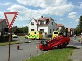 V Březnici se srazily dva vozy, jeden skončil na střeše
