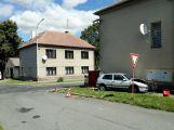 V Březnici se srazily dva vozy, sanitka odvezla jednu osobu