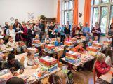 Prvňáčci poprvé zasedli do školních lavic