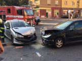 Nehoda dvou vozů uzavřela křižovatku ulic Edvarda Beneše a třídy Osvobození