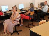 Senioři mohou v říjnu psát Wikipedii