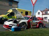V Březnici se srazil závodní vůz s osobním