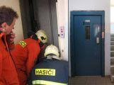 Hasiči vyzývají správce budov k vytvoření jednotného klíče k výtahům